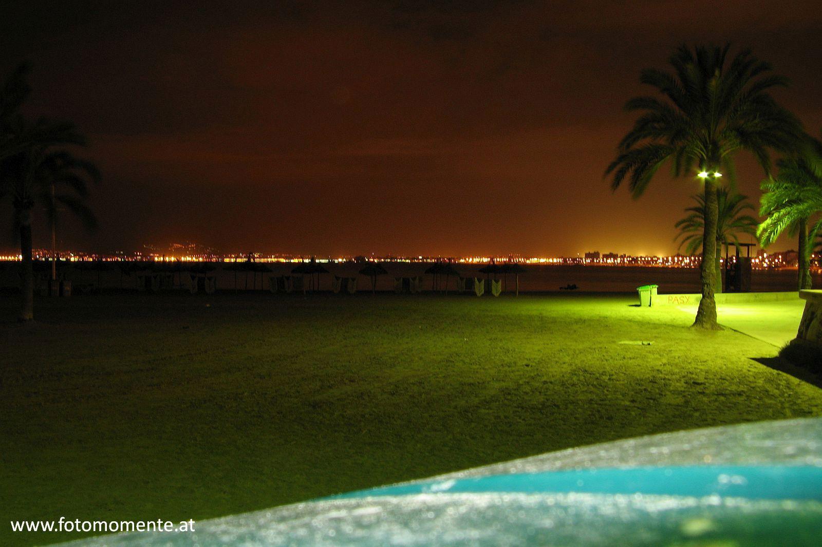 mallorca sarenal strand meer palme nacht - Strand in der Nähe des Hafens von El Arenal - Mallorca bei Nacht
