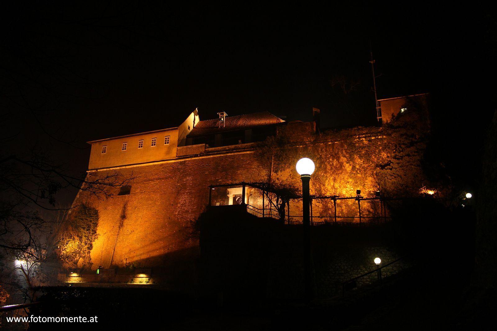 stallbastei schlossberg graz nacht - Stallbastei am Grazer Schlossberg bei Nacht