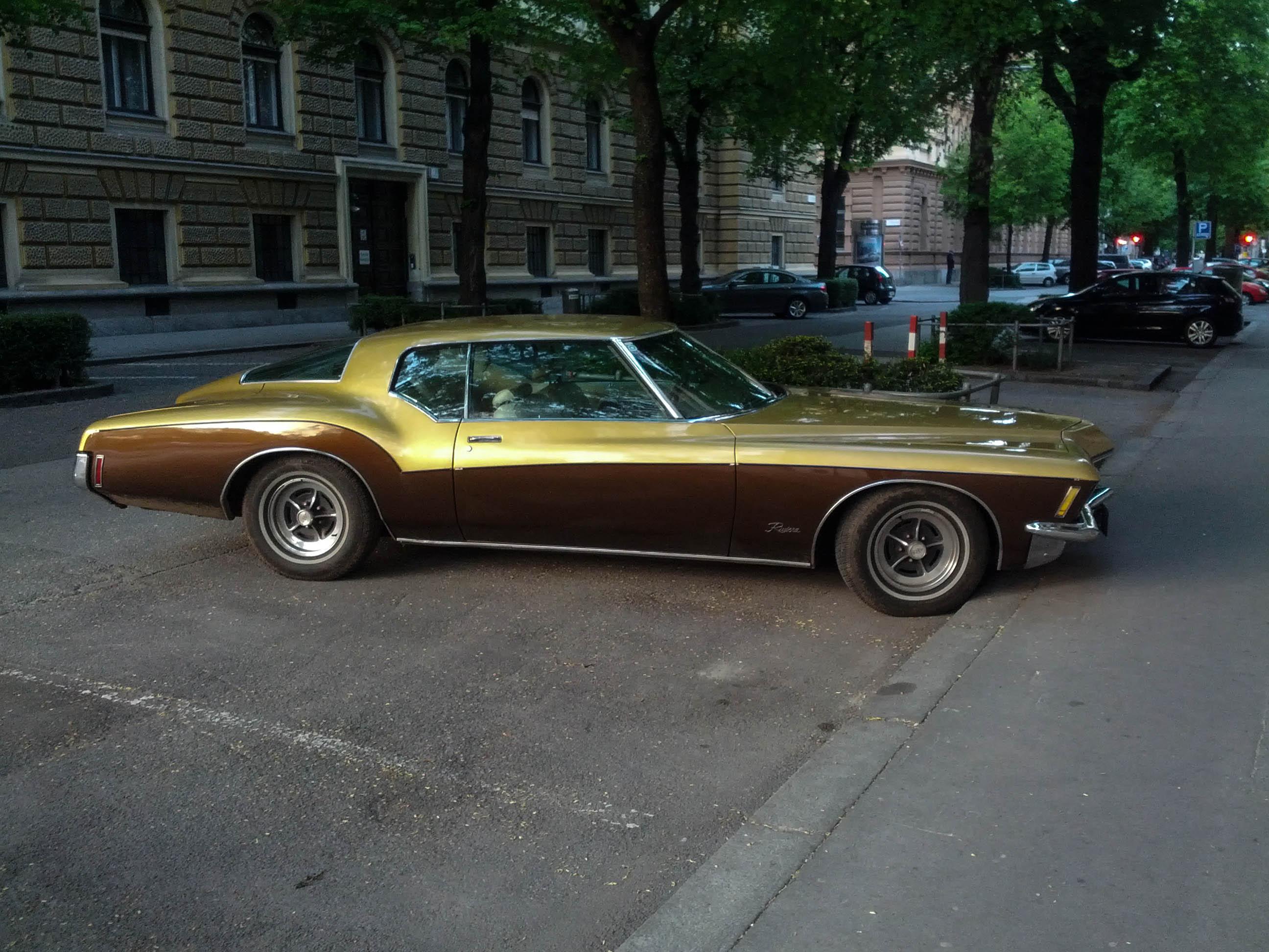 buick riviera coupe goldbraun graz - Ein sportliches goldbraunes Buick Riviera Coupé