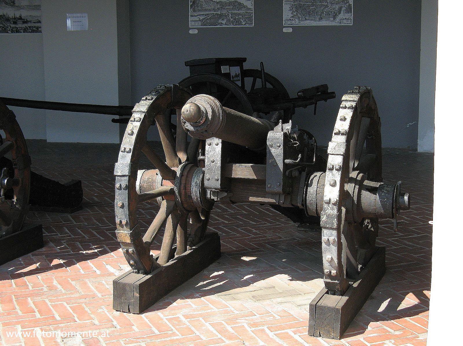 kanone kanonenhuette garnisionsmuseum schlossberg - Kanone neben dem Garnisionsmuseum - Grazer Schlossberg