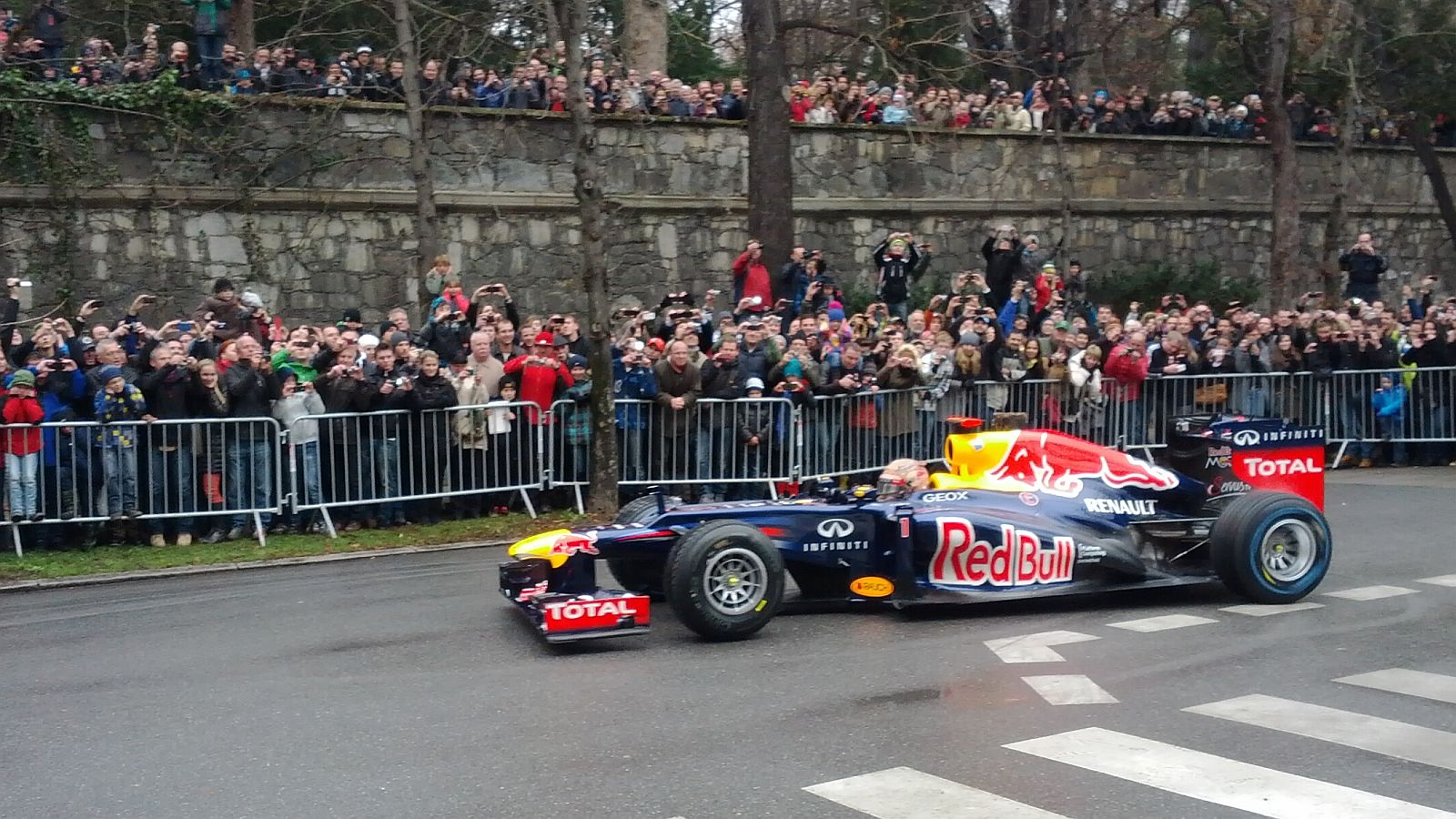 vettel in graz red bull formel 1 - Sebastian Vettel: Red Bull Formel 1 Showrun in Graz