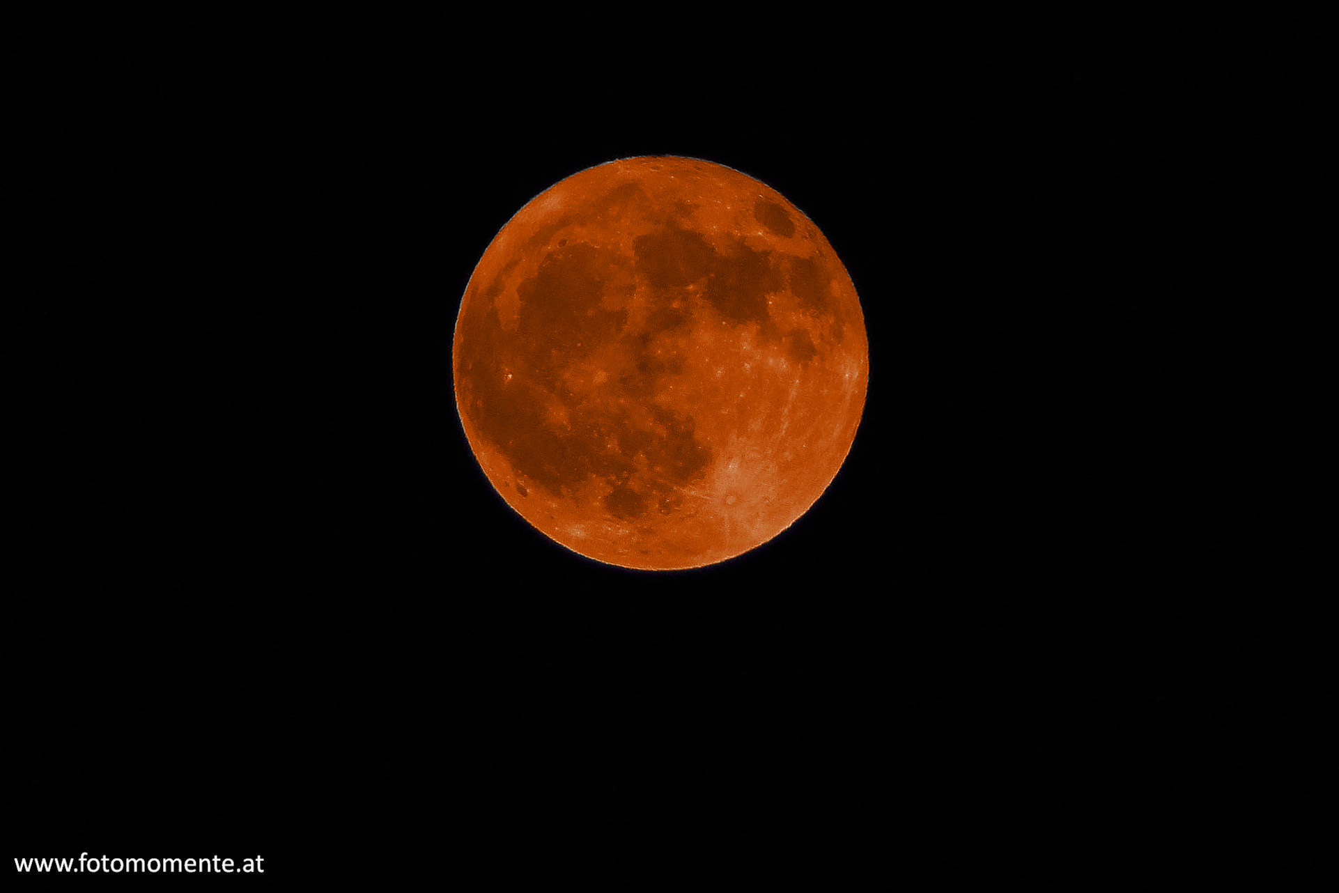 vollmond mondfinsternis orange - Oranger Vollmond - Blutmond - in einer Kernschattenfinsternis