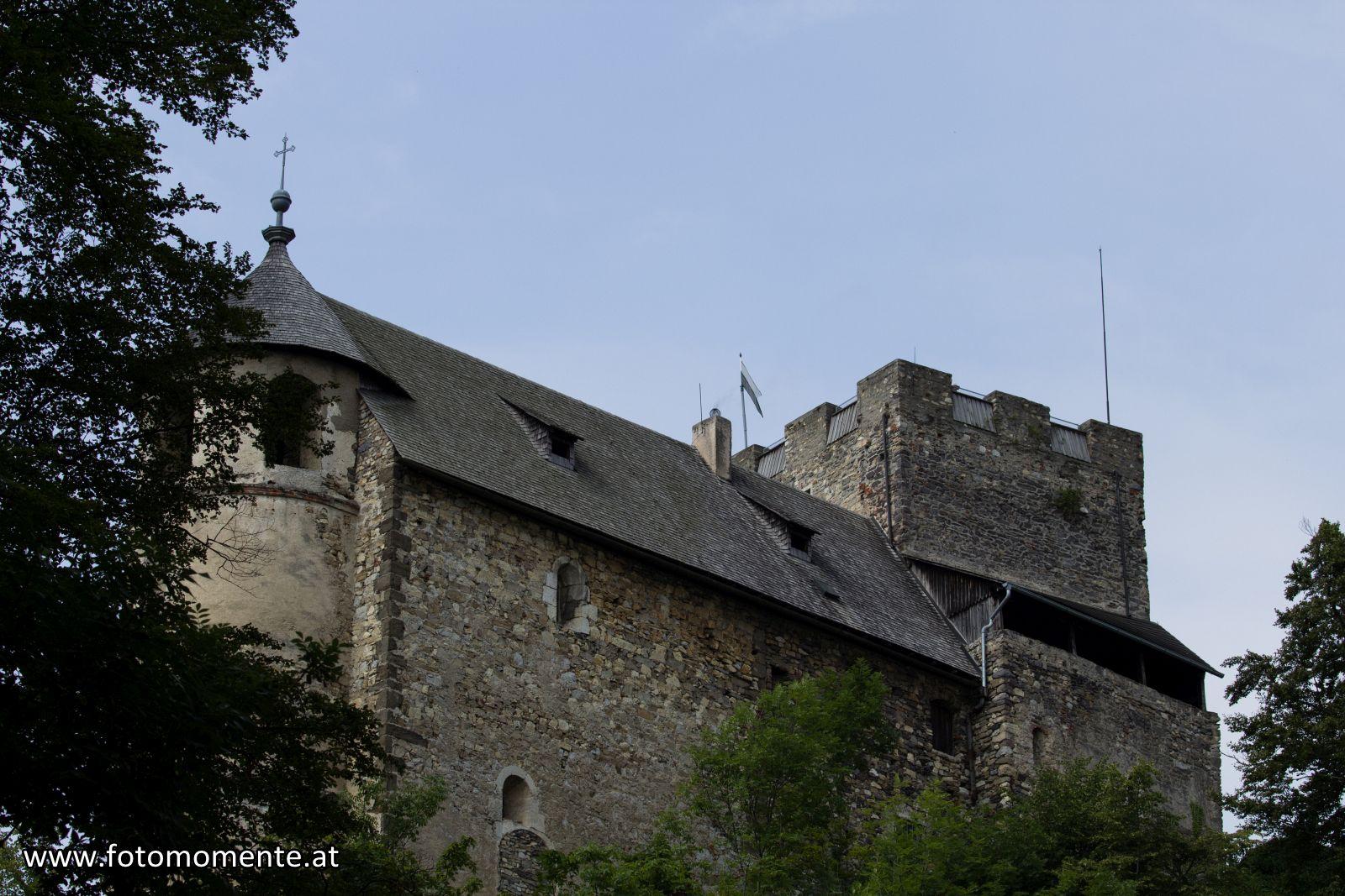 Burgruine Gösting vom Wanderweg gesehen