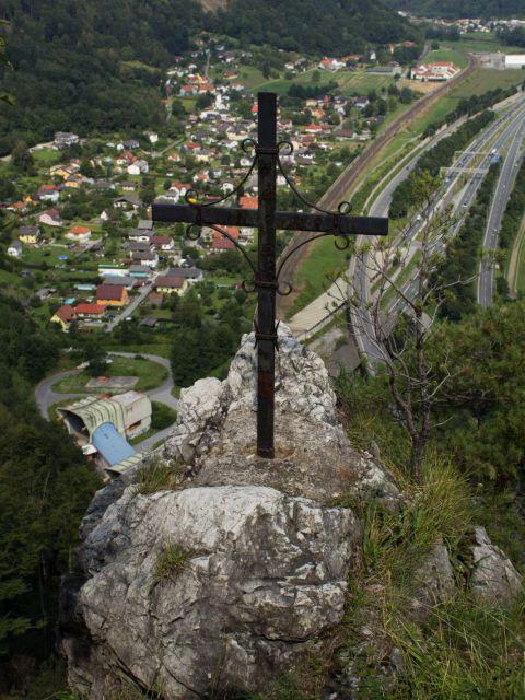 Das Kreuz beim Jungfernsprung nähe der Burgruine Gösting