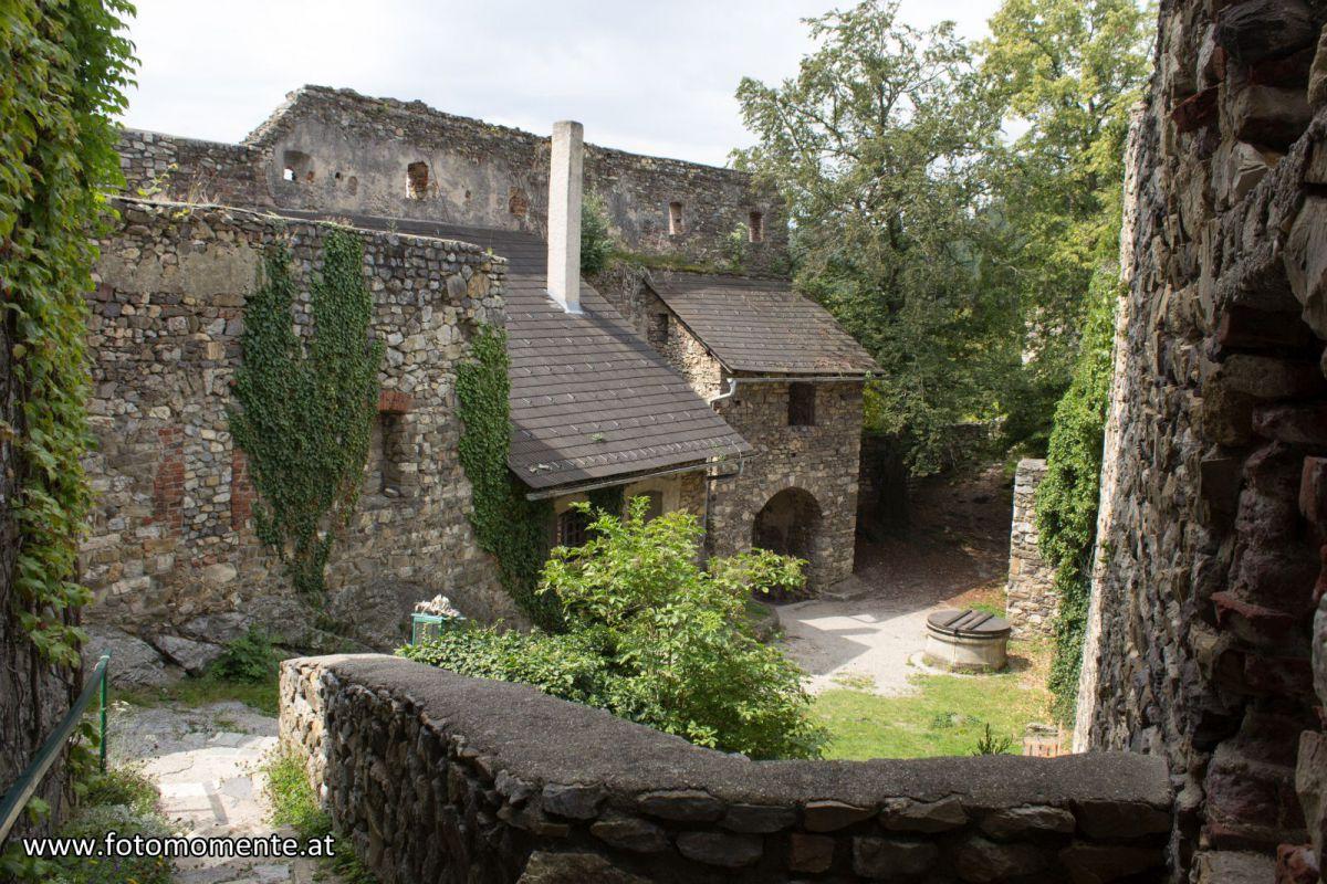 Der Innenhof der Burgruine Gösting