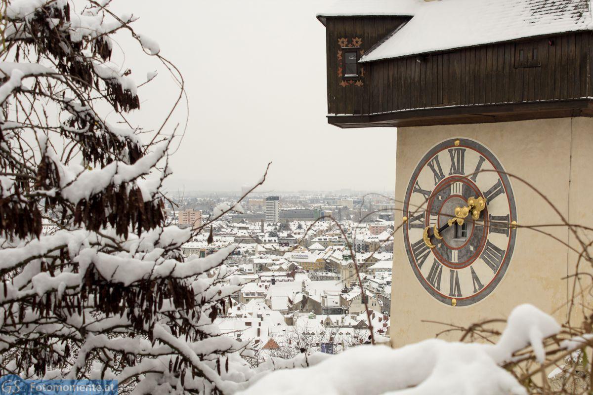 Graz_im_Schnee_Uhrturm_im_Ausschnitt